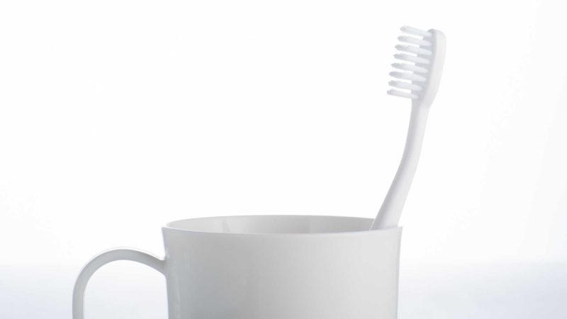 歯磨きをする