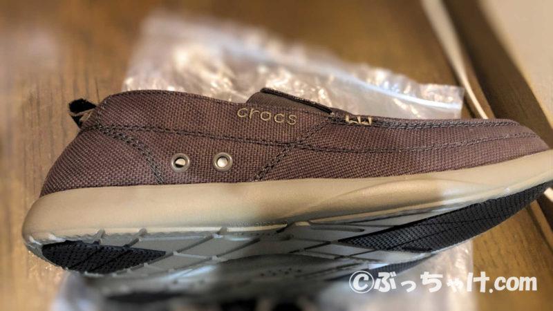 クロックス メンズ用スニーカー「Walu(ワルー)スリップオン」外側の見た目