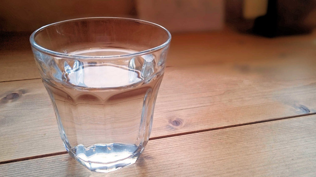足から出る汗は1日でコップ1杯分の量!その理由や足汗を減らす対策方法!