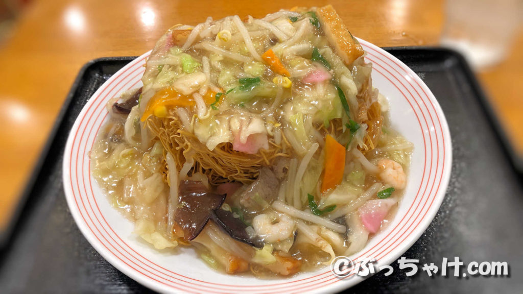 リンガーハットの長崎皿うどんを麺増量(+100円)で頼むとあんかけタワーが出てくる!