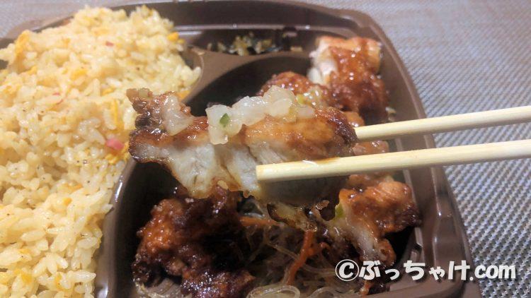「まんぷく!卵炒飯&香味ダレの油淋鶏」の油淋鶏を食べる
